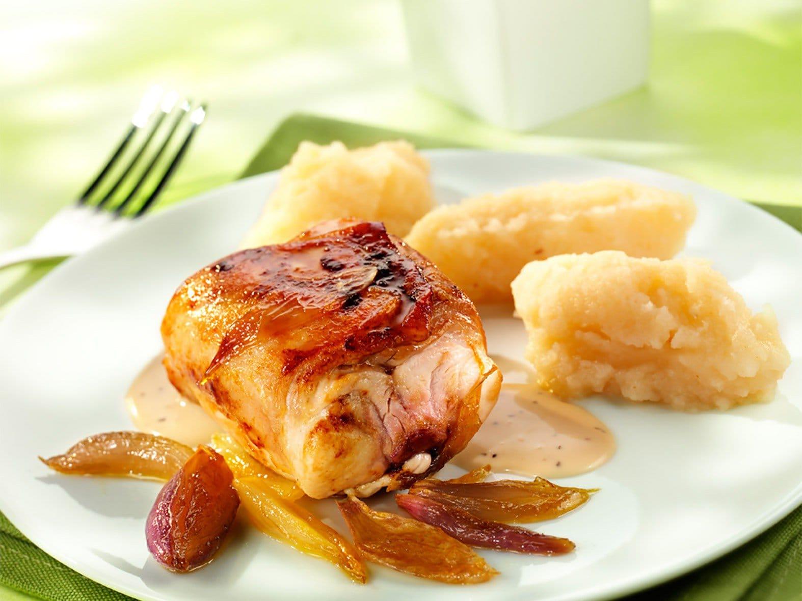 Râbles de lièvre à la sauce au poivre et purée de céleri-rave