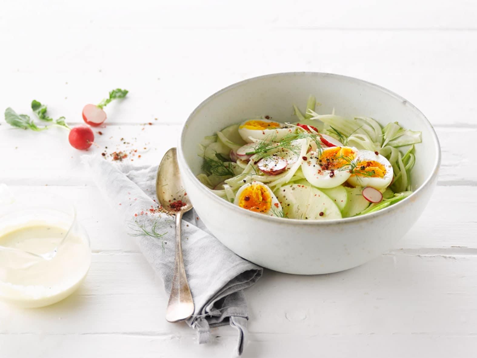 Salade de fenouil aux œufs, concombres et vinaigrette citron