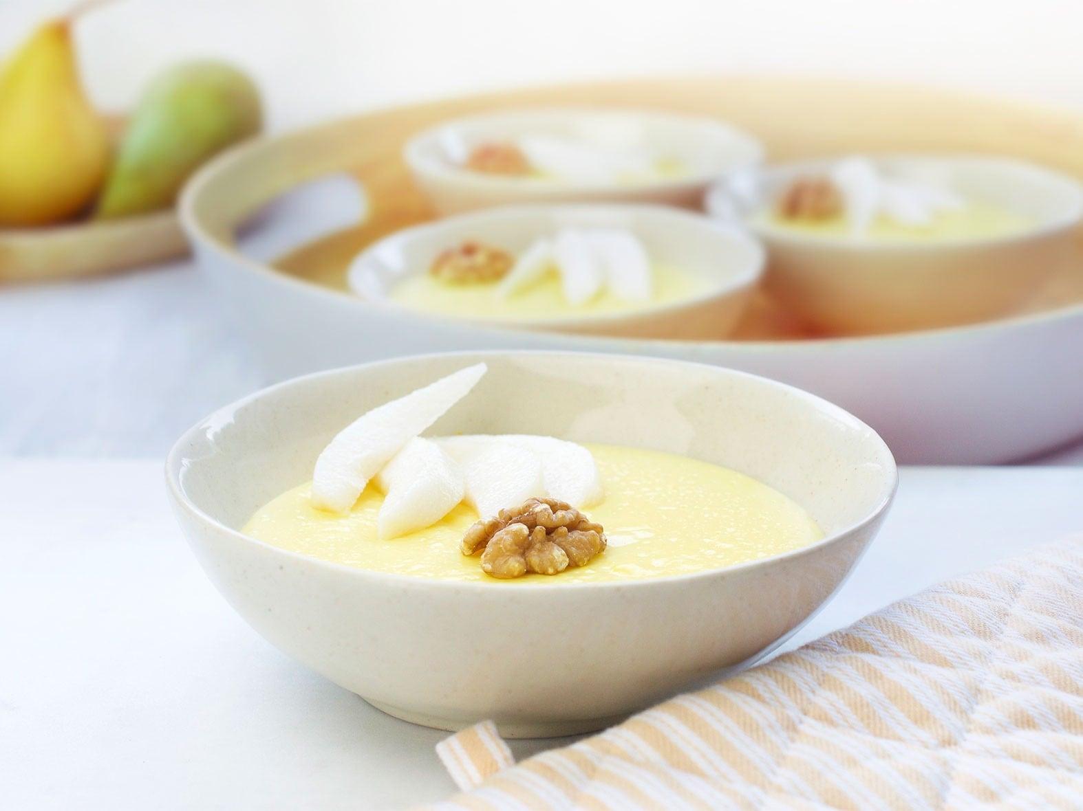Pudding de Lait sans lactose aux poires, miel et noix