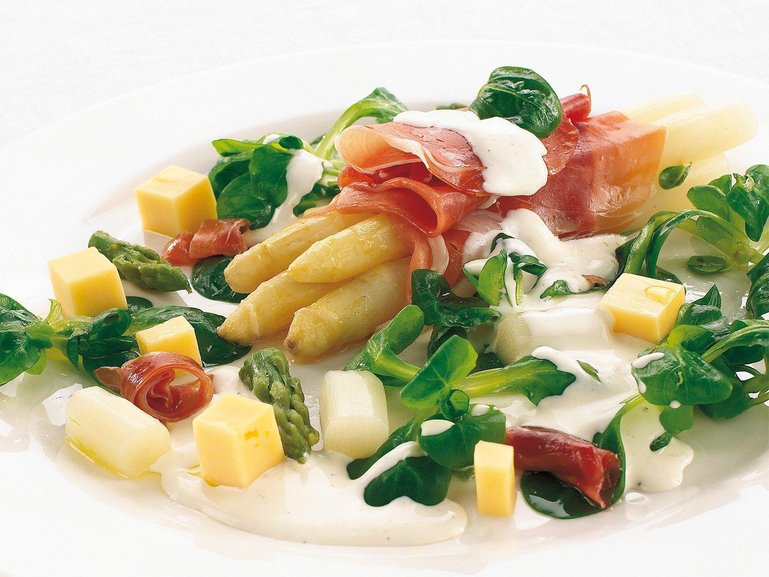 Salade d'asperges et de jambon cru, dressing crémeux au citron